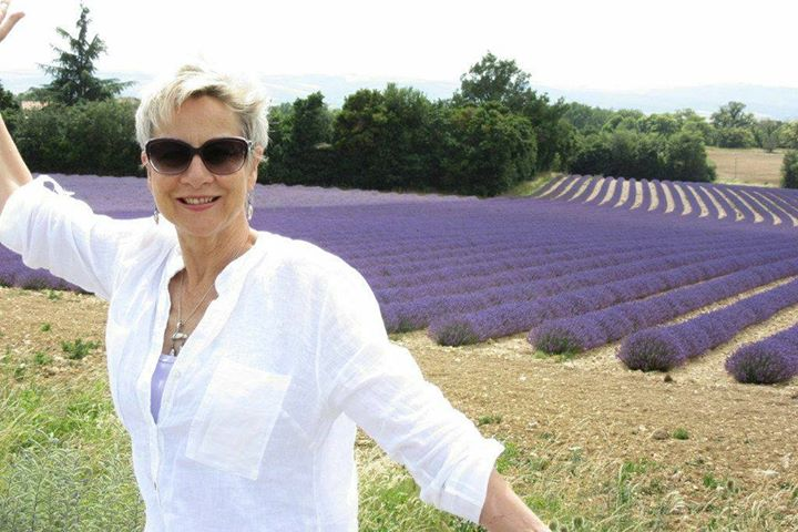 Robbi Zeck in a beautiful lavender field in Provence